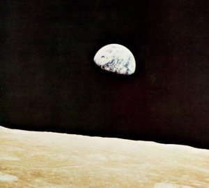Earthrise from the far side of the Moon NASA, Apollo Expeditions to the Moon