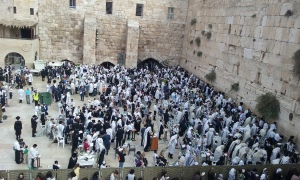 Worshippers at the Kotel (Western Wall) in Jerusalem for Sukkot (Feast of Tabernacles), October 23, 2016.