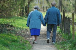 bfb161104-elderly-couple