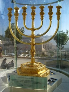The Menorah crafted by the Temple Institute for use in the Third Temple. (Photo: Ariel Zellman)