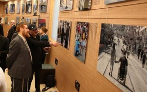 MK Yehuda Glick with artist, Sharon Gabay / Photo Credit: Ezra Landau, Courtesy Im Tirtzu