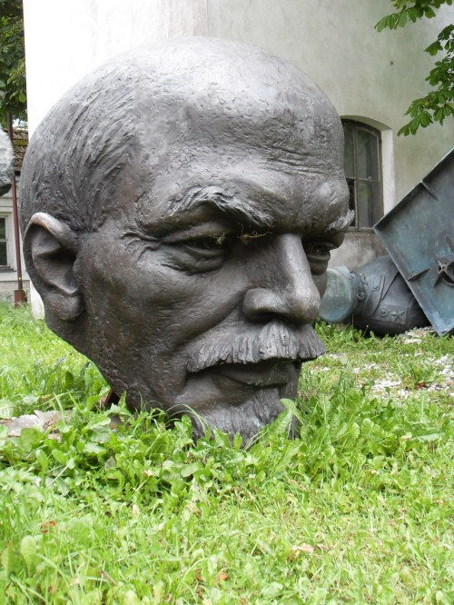 200627-lenin-head-4-tallinn.-estonia.jpg